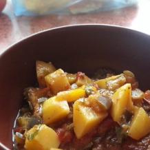Aitas gaļa ar kartupeļiem un baklažāniem