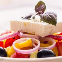 Grieķu salāti (χωριάτικη σαλάτα)