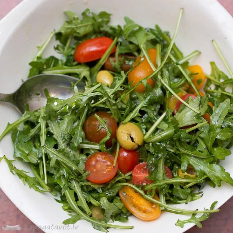 Salātu piedeva pie zivs